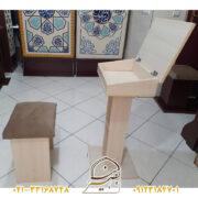 میز و صندلی نماز نشسته